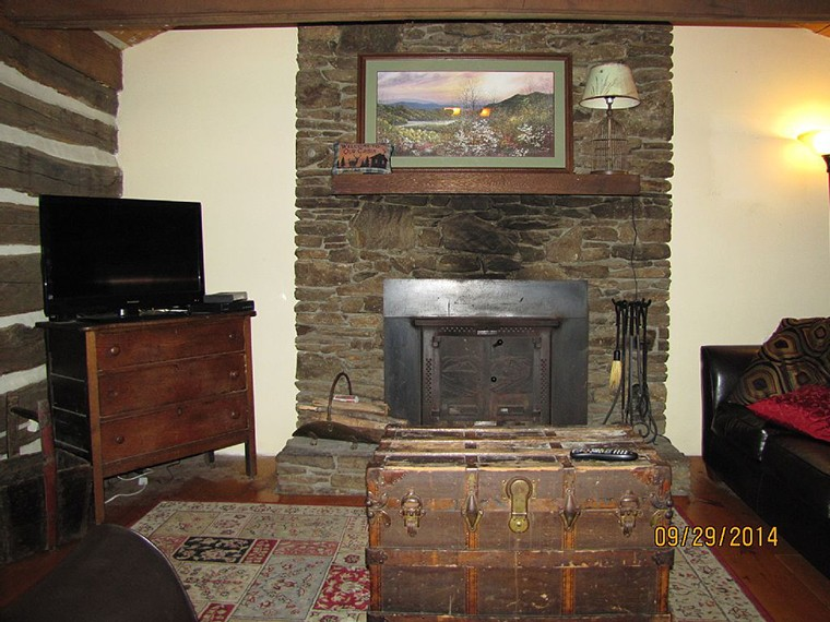vacation-rental-rock-fireplace760x